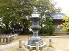 【タッチすれば商売繁盛】の観音寺(山崎聖天)にある灯篭