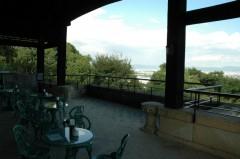 2階のテラスを利用したオープンカフェ